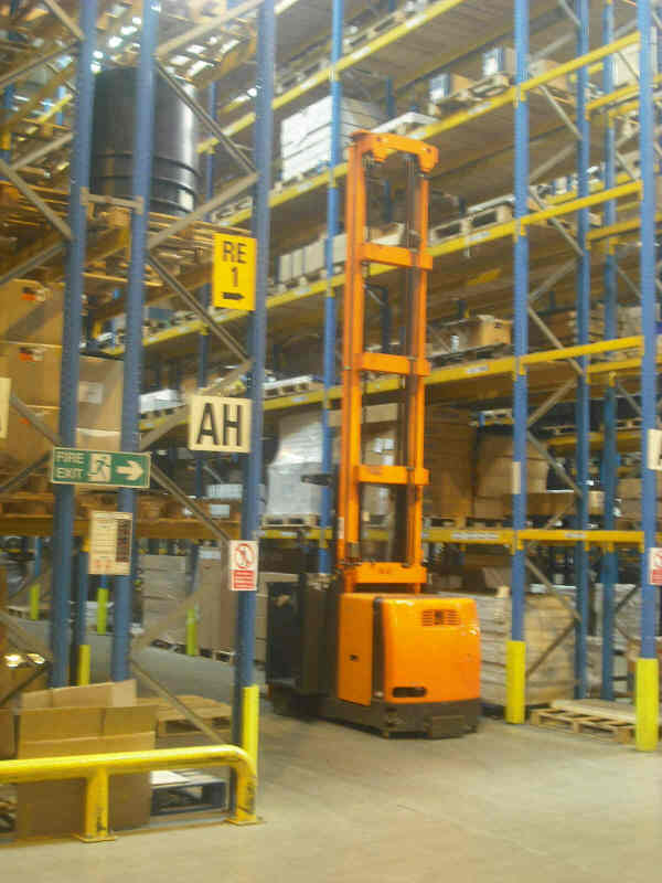high mast counterbalance fork lift truck